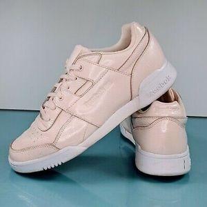 Reebok Light Pink Vernis Shiny Sneakers 👟🐚